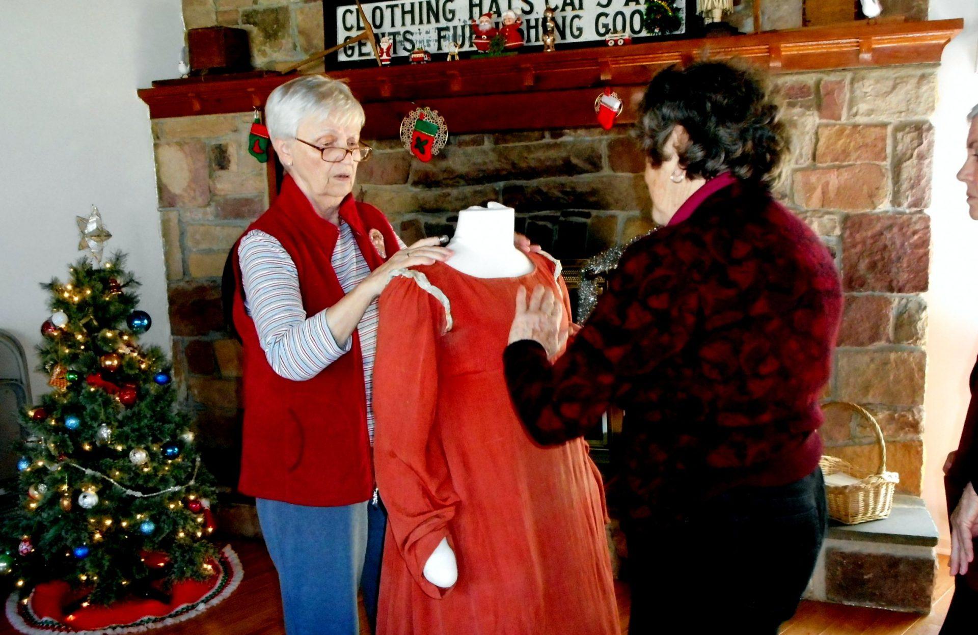 Displaying an 1820s Wedding Dress